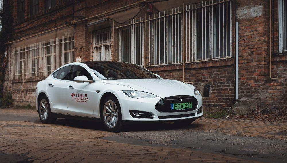 Tesla élményvezetés, Tesla élményvezetés Siófok, céges csapatépítés, céges csapatépítés Siófok